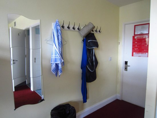 Abigails Hostel : Hangers in a 12 bed dorm