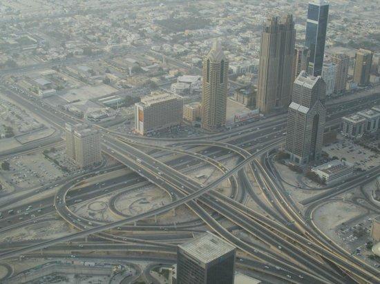Burj Khalifa: Svincolo stradale