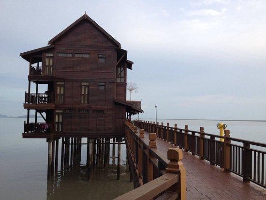 Langkawi Lagoon Beach Resort: Chambre sur piloti