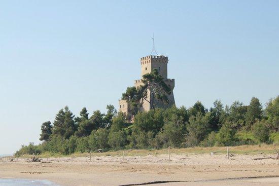 Area Marina Protetta Torre del Cerrano : torre d'avvistamento