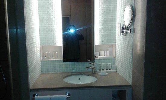 Rendezvous Hotel Singapore by Far East Hospitality : bathroom