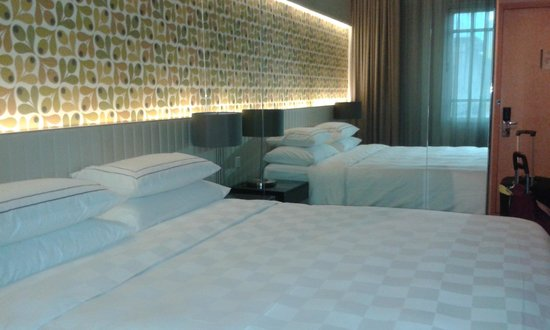 Rendezvous Hotel Singapore by Far East Hospitality : king size bed