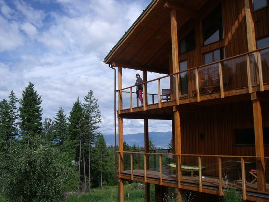 Myra Canyon Ranch: The Deck Veiw of the  woodpecker room