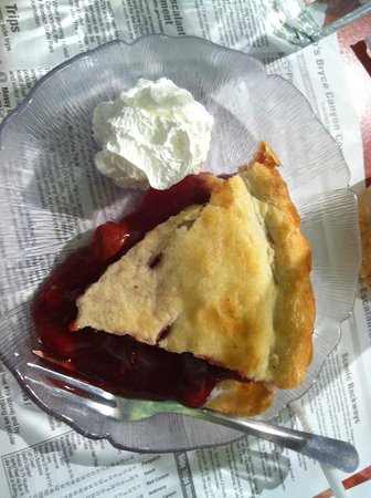 Bryce Canyon Pines: Delicious Cherry Pie