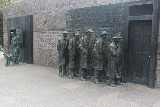 Bread Line sculpture, Franklin Delano Roosevelt Memorial, April 2014