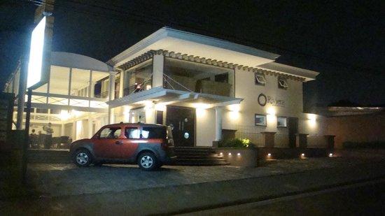 La Riviera: Restaurante Front