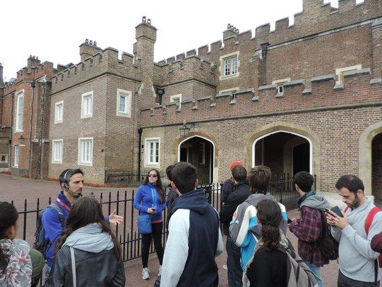 SANDEMANs NEW Europe - London: Jose en St Jame Palace