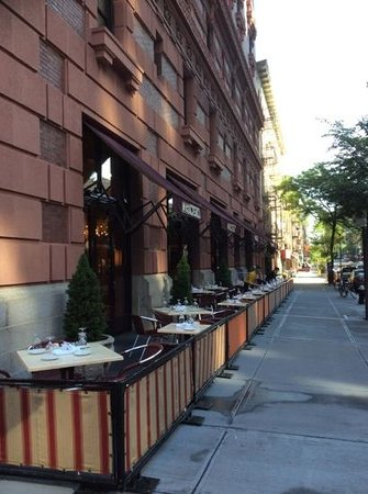 The Lucerne Hotel: outside dining at hotel restaurant
