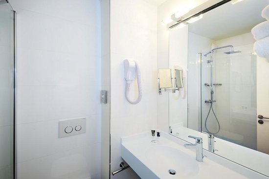 Hotel Mercure Lisieux : BATHROOM