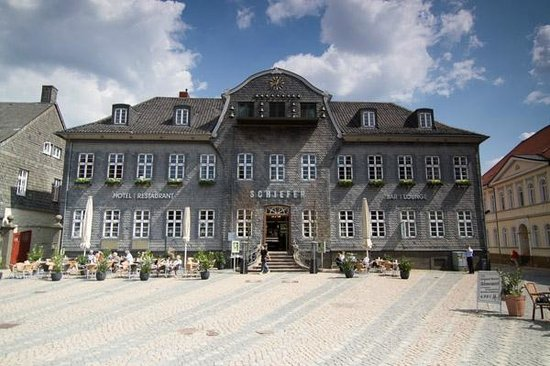 Henry's im Kaiserringhaus: SCHIEFER am Marktplatz