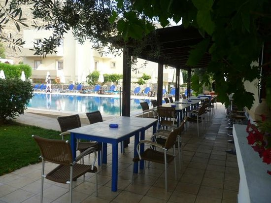 Lindos Athena Hotel: This is the pool/bar area