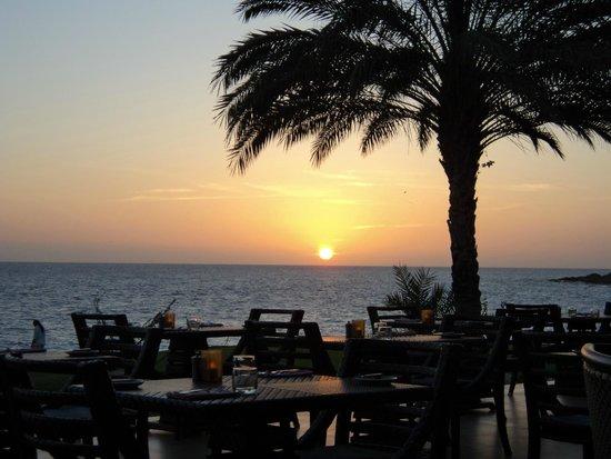 Santa Barbara Beach & Golf Resort, Curacao : Sunset view from Shore