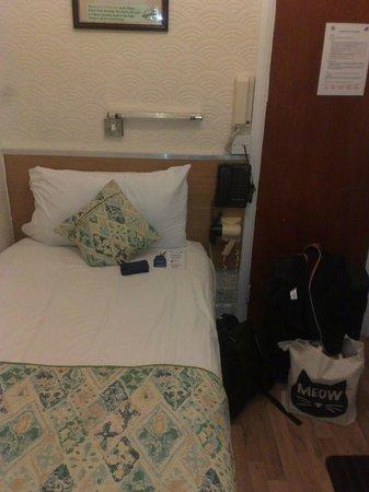 Falcon Hotel : room 12A