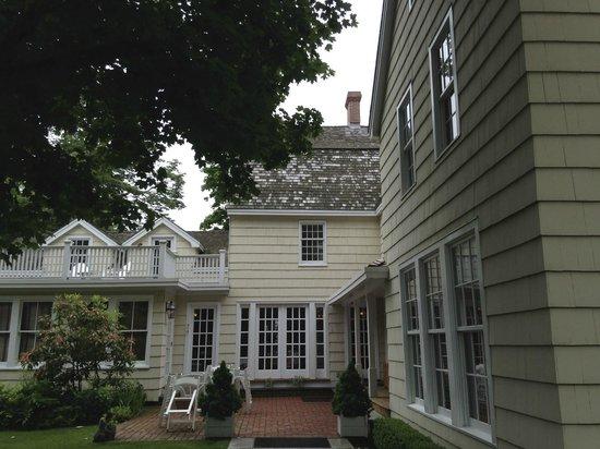 1708 House: Back entrance, beautiful yard