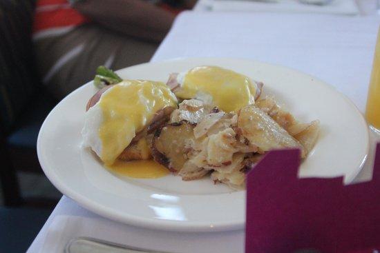 The Boathouse at Rocketts Landing Restaurant: Eggs Benedict