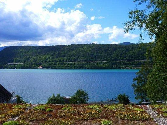 Flairhotel am Woerthersee: Blick aus dem Zimmer auf den See