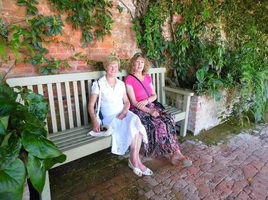 Powis Castle and Garden: Having five in the shade
