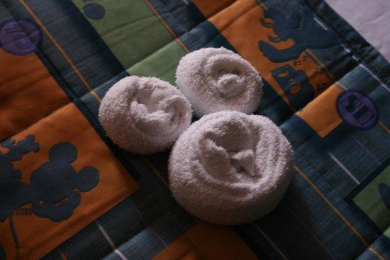 Disney's Pop Century Resort : Room animal and bedding