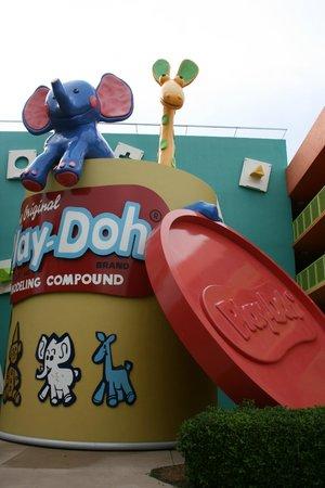 Disney's Pop Century Resort: Novelty decor on grounds