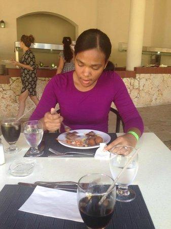 IFA Villas Bavaro Resort & Spa : Mi Novia perdiendo la figura jiji