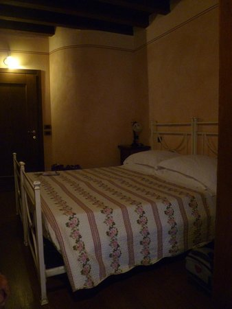 Osteria del Borgo: third floor bedroom