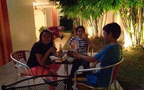 Escario Central Hotel: Outside dining area