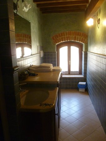 "Osteria del Borgo : ""exterior"" bathroom"