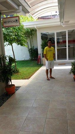 Escario Central Hotel: Room Alley (reception background)