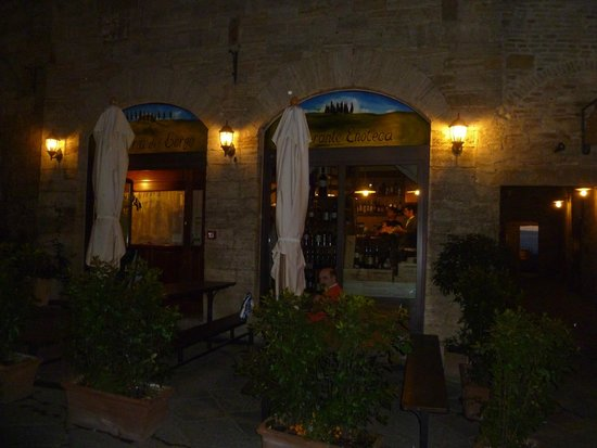 Osteria del Borgo: Hotel/Restaurant exterior