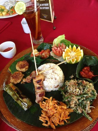 Cafe Wayan & Bakery : The bali special: a platter with many local delicacies. Good!