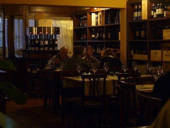Osteria del Borgo: restaurant interior