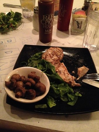 Montana's Rib and Chop House: Chicken and mushrooms