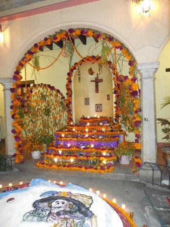 Hotel CasAntica: Courtyard in hotel