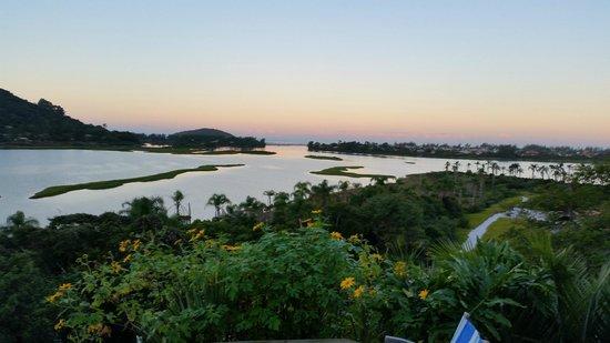 Hospedaria Ponta Da Piteira: Vista da lagoa no final da tarde