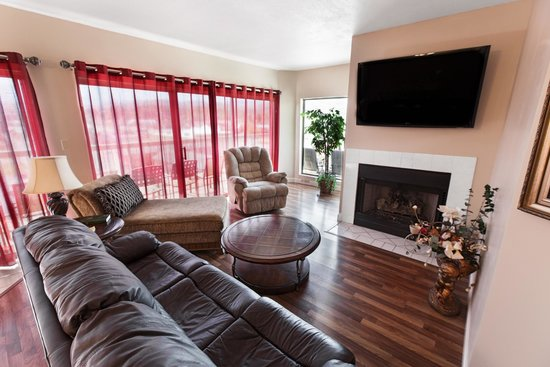 River Place Condos : Living area