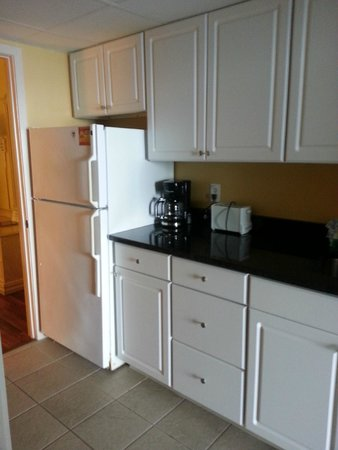 Camelot by the Sea, Oceana Resorts: kitchenette