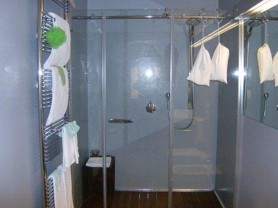 La Terrazza Sulle Torri: Salle  de  douche