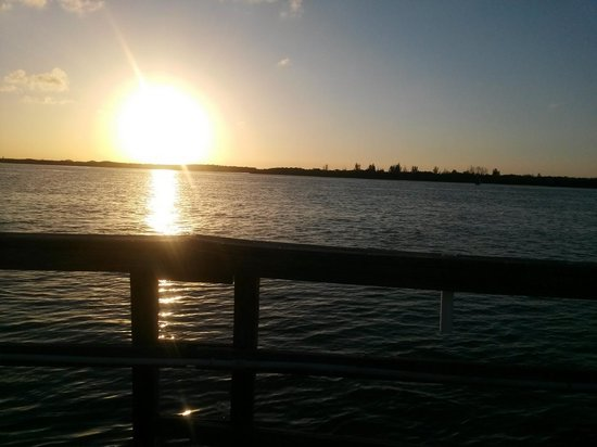Dockside Inn & Resort: Sunset at Dockside Inn