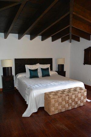 Hotel Boutique & Villas Oasis Casa Vieja : cama comodísima