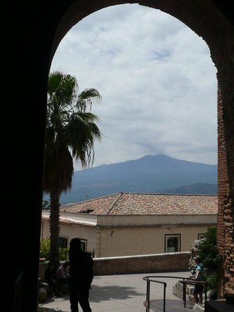 Caparena Hotel : Mount Etna from the Greek Theatre, Taormina