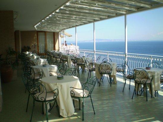 Hotel Belair: Bar Balcony