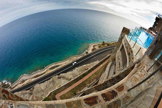 Gloria Palace Amadores Thalasso & Hotel: Vista desde el hotel al mar