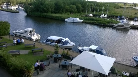 Innkeeper's Lodge Norfolk Broads - Swan Inn : view from room 8