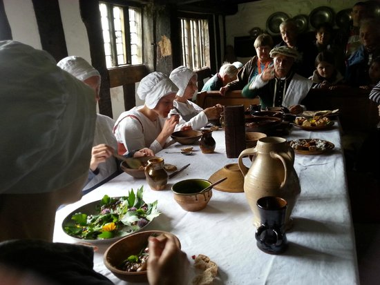 Mary Arden's Farm: Midday meal in character