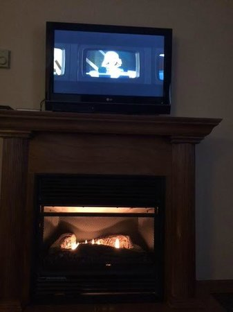 Woodfield Manor, a Sundance Vacations Resort: Watching movies by the fire place
