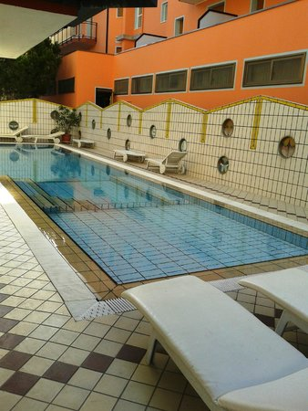 Santa Lucia: piscina esterna hotel