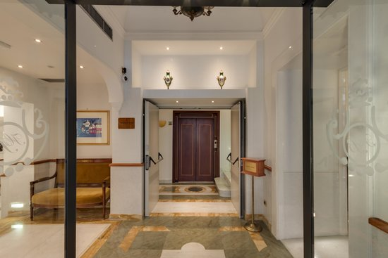 Borromeo Hotel : Entrata/Entrance
