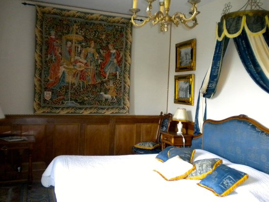 La Maison de l'Argentier du Roy: Gorgeous bedroom…fit for royalty