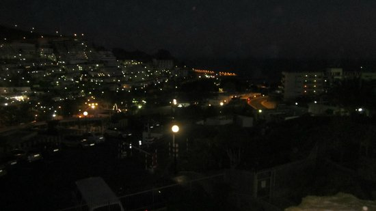 Servatur Montebello Apartments: after midnight looking out to bay