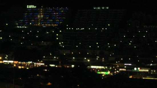 Servatur Montebello Apartments : night scene